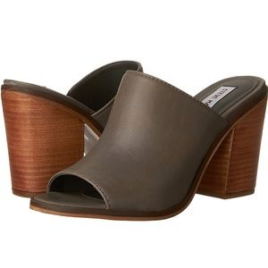 New Steve Madden Grey Leather Open Toe Mules